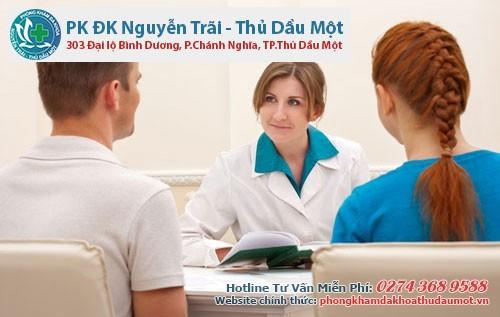Nam giới có vấn đề về bao quy đầu nên gặp bác sĩ để được tư vấn