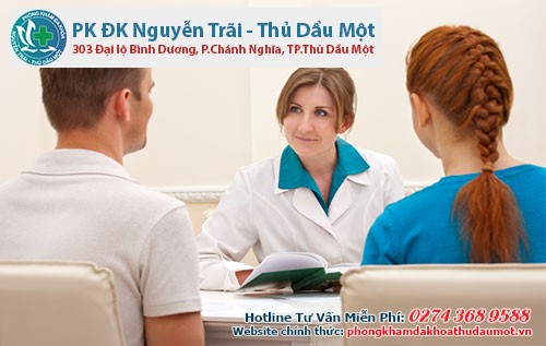 Đầu tiên, bác sĩ sẽ tiến hành thăm khám sức khỏe và sau đó sẽ kiểm tra tổng quát dương vật
