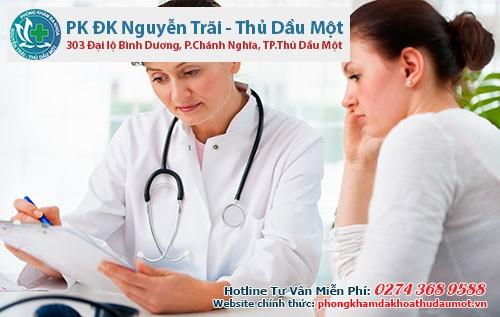 Khi gặp vấn đề về mụn đầu đinh cần liên hệ bác sĩ để được tư vấn cách điều trị hiệu quả