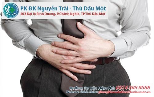 Cả hai bệnh đều khiến cho bệnh nhân cảm thấy đau đớn vùng bụng