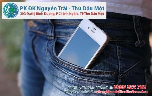 để điện thoại trong túi quần sẽ làm cho tinh trùng bị yếu