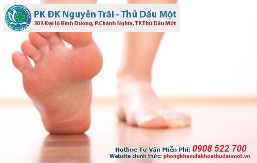 Bị ngứa chân do đứng lâu có nguy hiểm không?