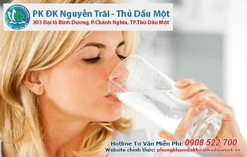 Người bị tiểu đường phải uống nước như thế nào?