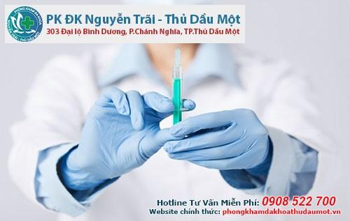 Tiêm thuốc gây tê khi thực hiện thắt ống dẫn tinh